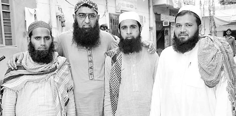 Three Khawaja Sara Earns Respect By Becoming Islamic