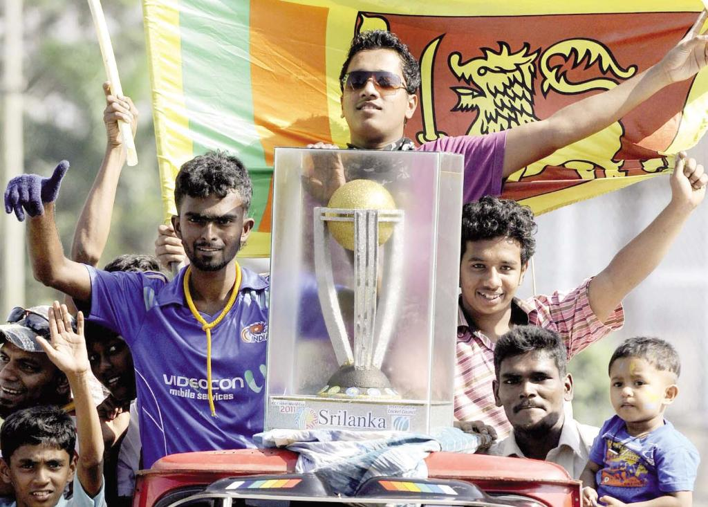 Trophy of ICC Cricket World Cup 2011 In Streets of Sri Lanka